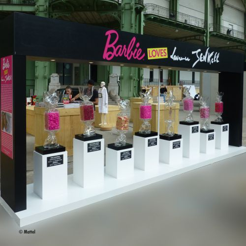 Stand Barbie